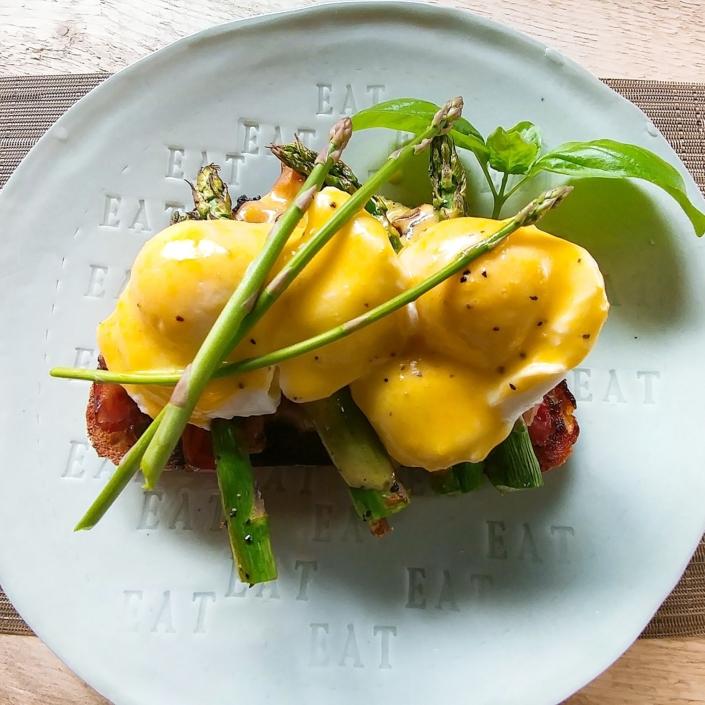 eggs-benedict-breakfast-brunch