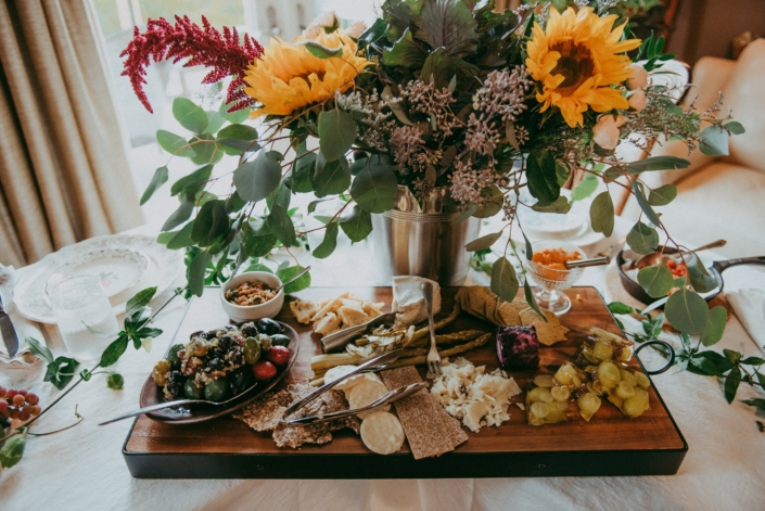dinner-charcuterie-flowers-catering