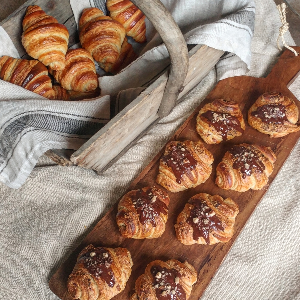 croissants-dessert-pastry